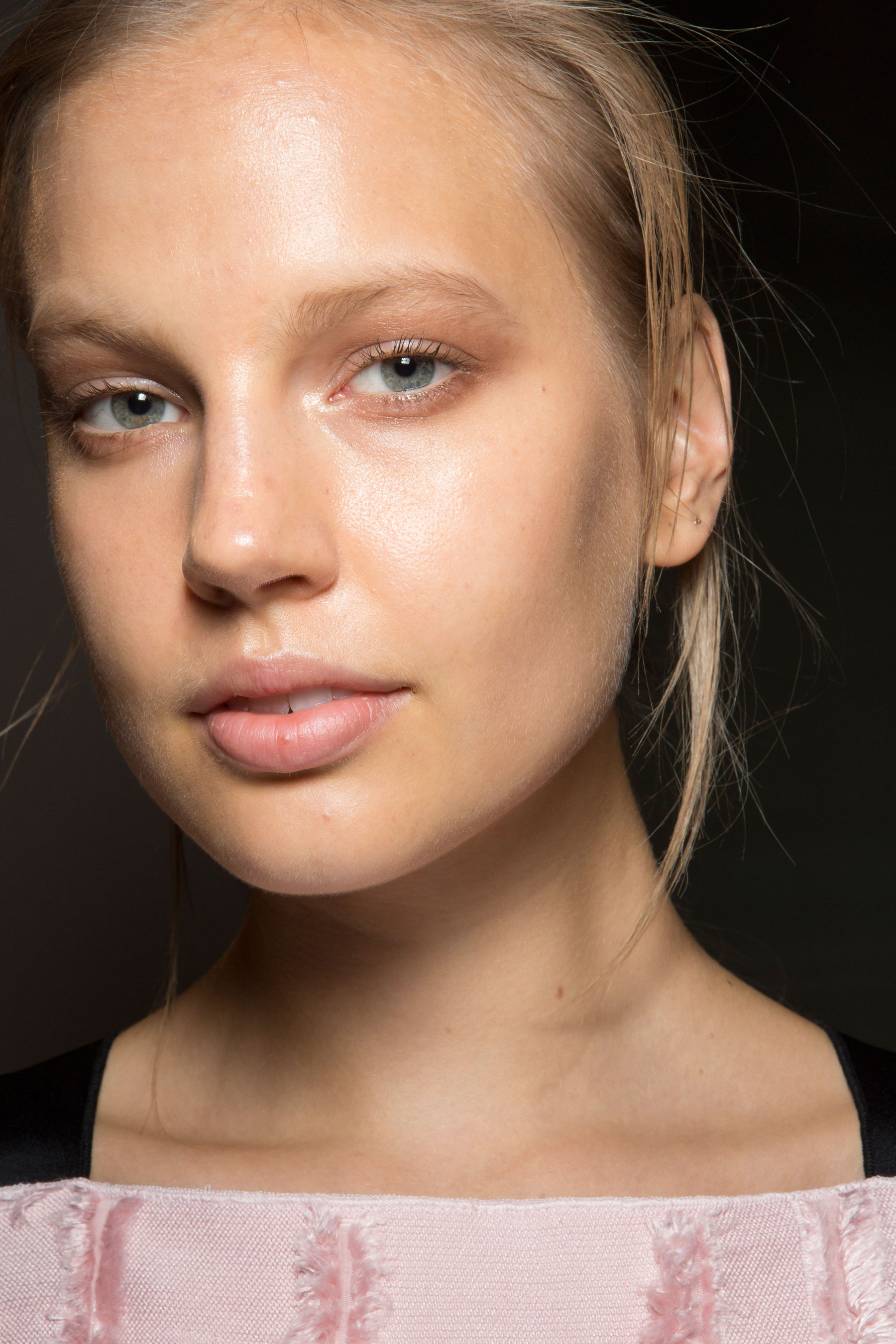 Amanda-wakeley-spring-2016-beauty-fashion-show-the-impression-13