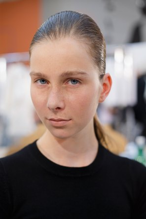 Anrealage-spring-2016-beauty-fashion-show-the-impression-35