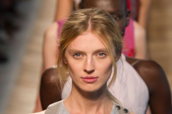 Bottega-Veneta-runway-beauty-spring-2016-close-up-fashion-show-the-impression-029
