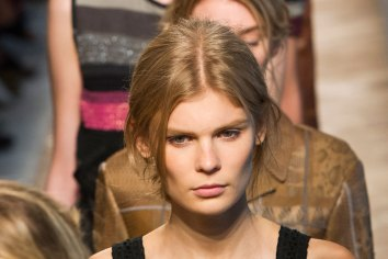 Bottega-Veneta-runway-beauty-spring-2016-close-up-fashion-show-the-impression-031
