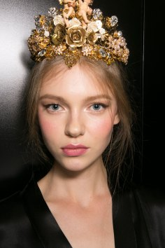 Dolce-and-Gabanna-backstage-beauty-spring-2016-fashion-show-the-impression-004