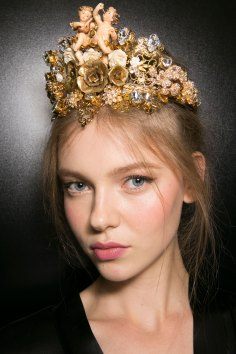 Dolce-and-Gabanna-backstage-beauty-spring-2016-fashion-show-the-impression-005