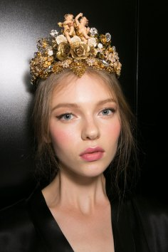 Dolce-and-Gabanna-backstage-beauty-spring-2016-fashion-show-the-impression-006