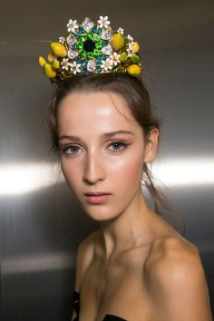 Dolce-and-Gabanna-backstage-beauty-spring-2016-fashion-show-the-impression-011