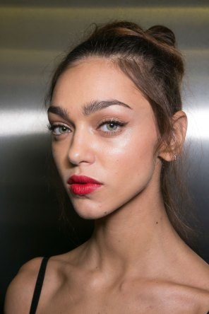 Dolce-and-Gabanna-backstage-beauty-spring-2016-fashion-show-the-impression-015