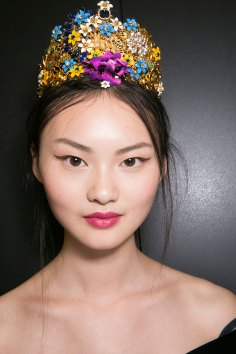 Dolce-and-Gabanna-backstage-beauty-spring-2016-fashion-show-the-impression-019