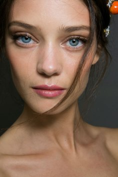 Dolce-and-Gabanna-backstage-beauty-spring-2016-fashion-show-the-impression-040