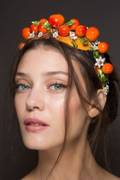 Dolce-and-Gabanna-backstage-beauty-spring-2016-fashion-show-the-impression-083