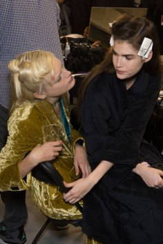 Dries-van-Noten-spring-2016-beauty-fashion-show-the-impression-04