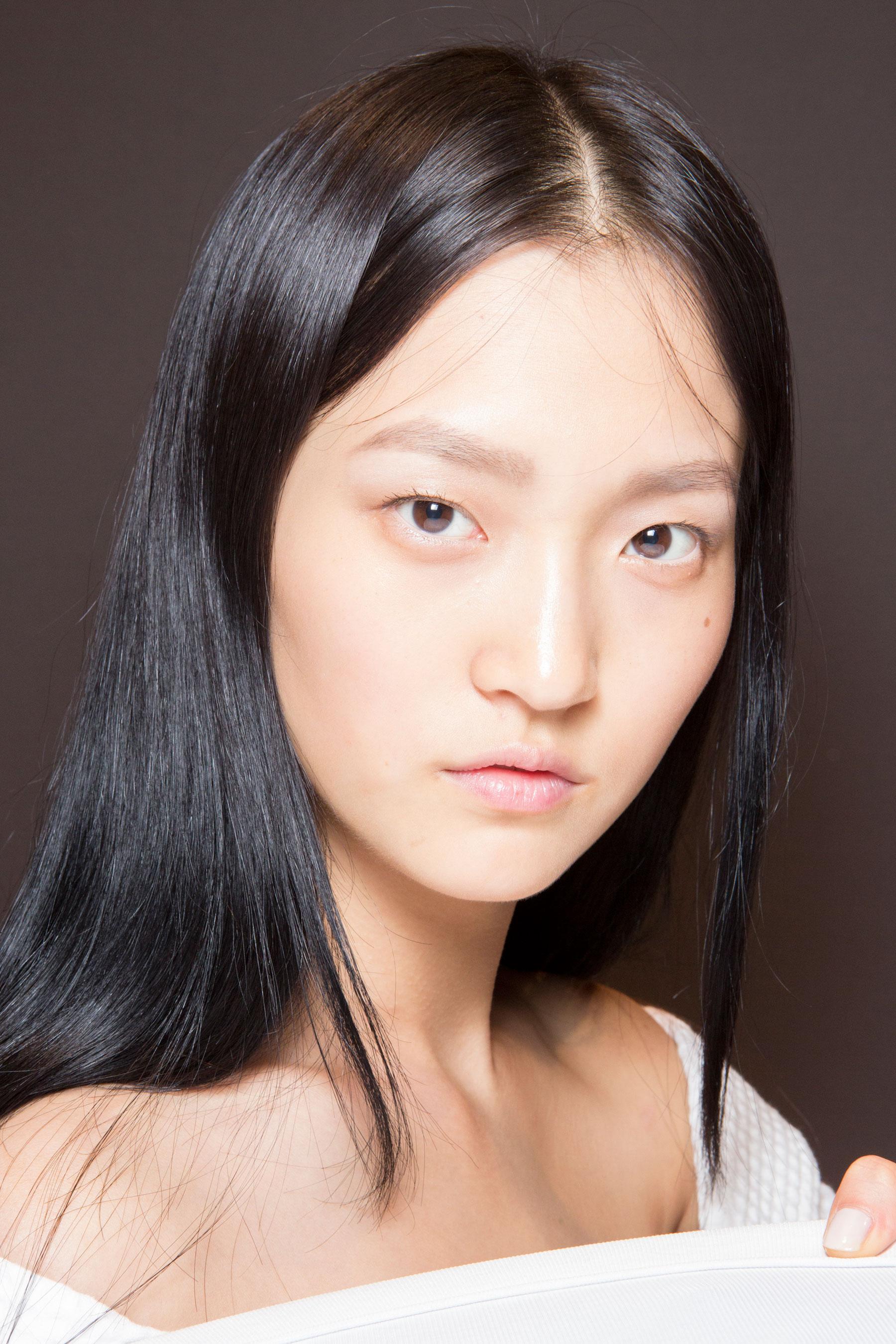 Gucci0-backsatge-beauty-spring-2016-fashion-show-the-impression-062