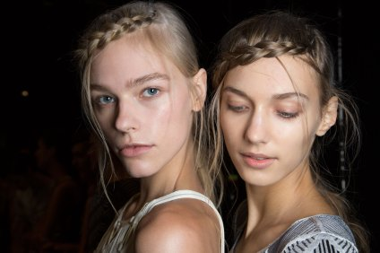 Herve-Leger-backstage-beauty-spring-2016-fashion-show-the-impression-78