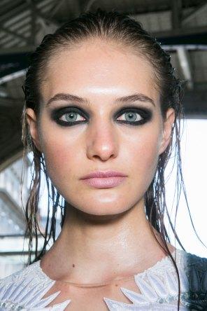 JULIEN-MACDONALD-beauty-spring-2016-fashion-show-the-impression-036