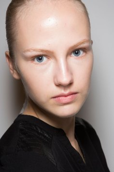 JW-Anderson-beauty-spring-2016-fashion-show-the-impression-041
