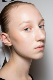 JW-Anderson-beauty-spring-2016-fashion-show-the-impression-044