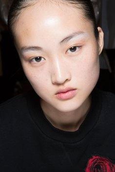 JW-Anderson-beauty-spring-2016-fashion-show-the-impression-051