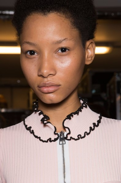 JW-Anderson-beauty-spring-2016-fashion-show-the-impression-070
