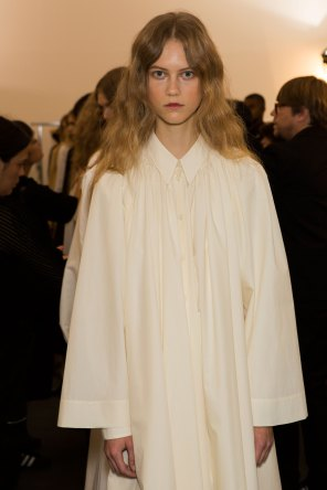 Lemaire-spring-2016-beauty-fashion-show-the-impression-38