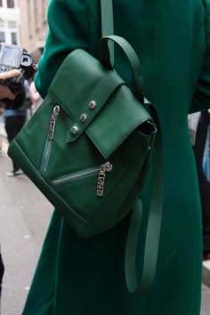 London-Fashion-Week-Street-Style-Day-1-spring-2016-the-impression-023