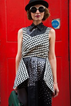 London-Fashion-Week-Street-Style-Day-1-spring-2016-the-impression-032