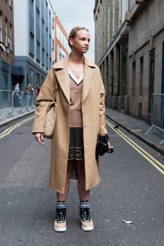 London-Fashion-Week-Street-Style-Day-1-spring-2016-the-impression-033