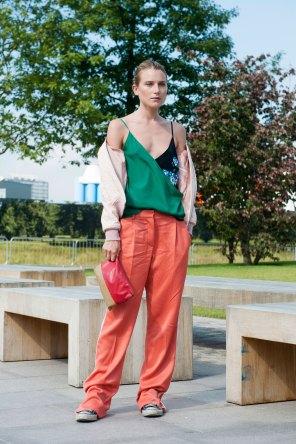 London-fashion-week-street-Style-Day-3-spring-2016-fashion-show-the-impression-060