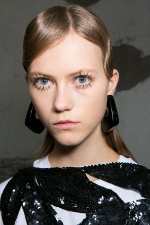 Marni-backstage-beauty-spring-2016-fashion-show-the-impression-054
