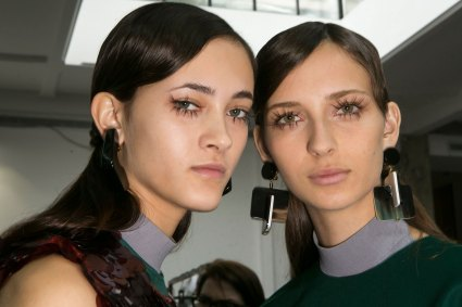 Marni-backstage-beauty-spring-2016-fashion-show-the-impression-061