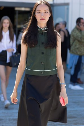 NEW-YORK-FASHION-WEEK-STREETS-STYLE-DAY5-spring-2016-fashion-show-the-impression-12