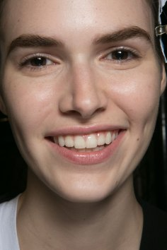 PROENZA-SCHOULER-beauty-spring-2016-fashion-show-the-impression-01