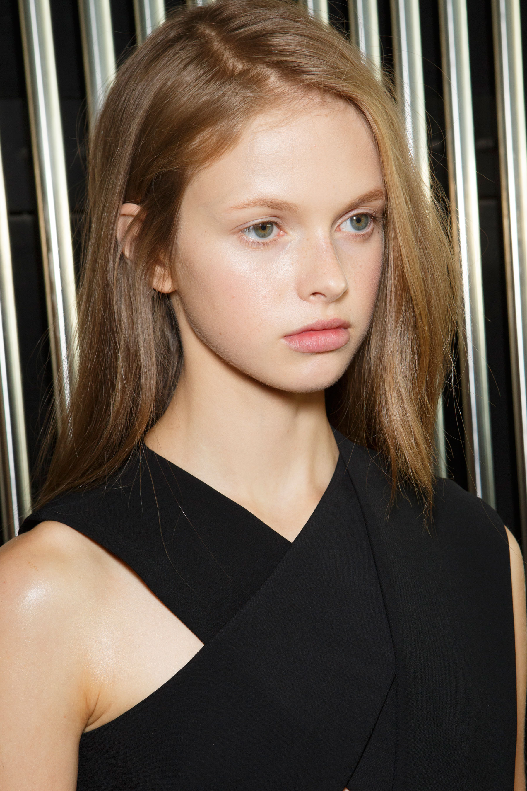 Preen-by-Thornton-Bregazzi-beauty-spring-2016-fashion-show-the-impression-001