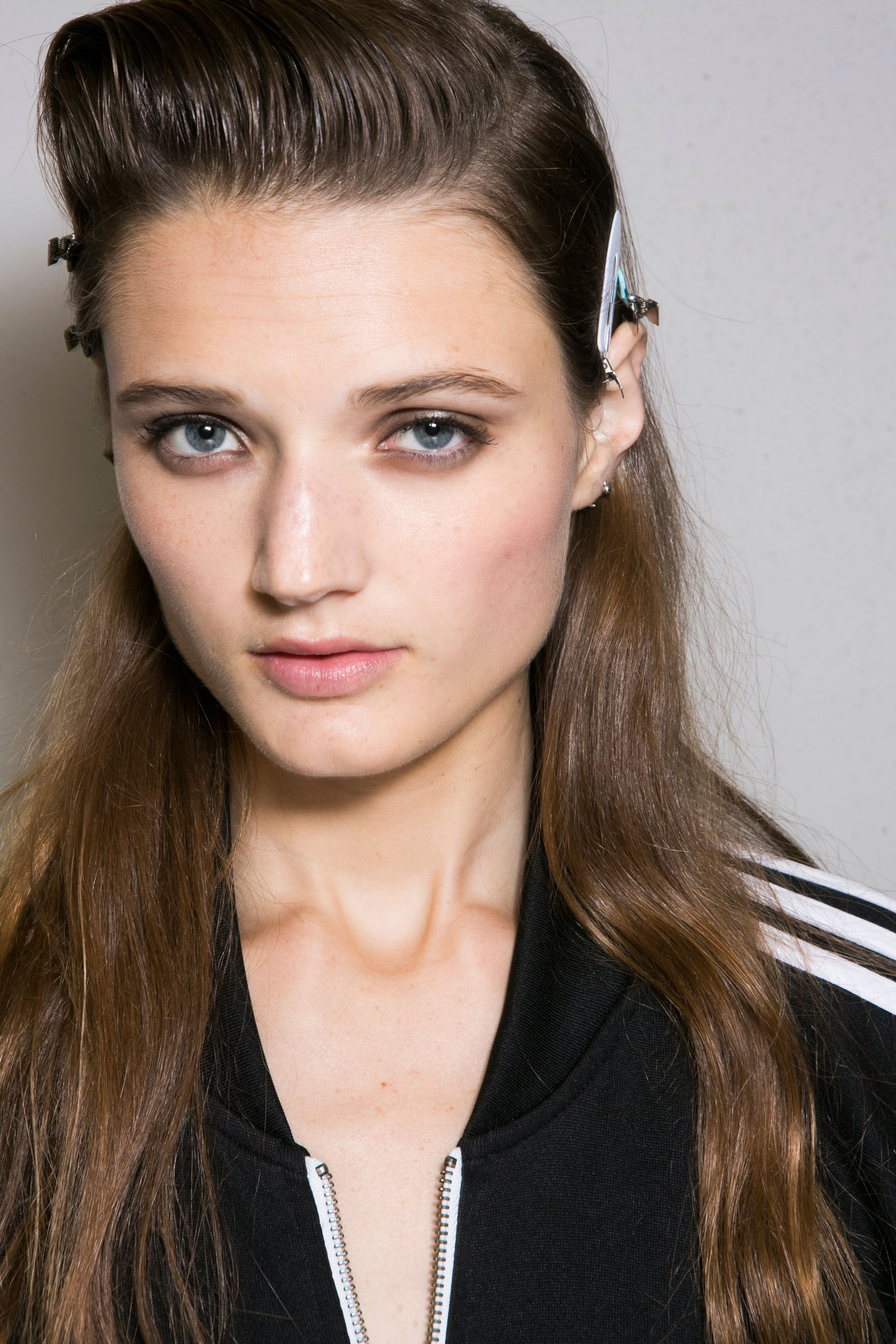 Roberto-Cavalli-Backstage-beauty-spring-2016-close-up-fashion-show-the-impression-026