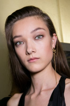 Roberto-Cavalli-Backstage-beauty-spring-2016-close-up-fashion-show-the-impression-060