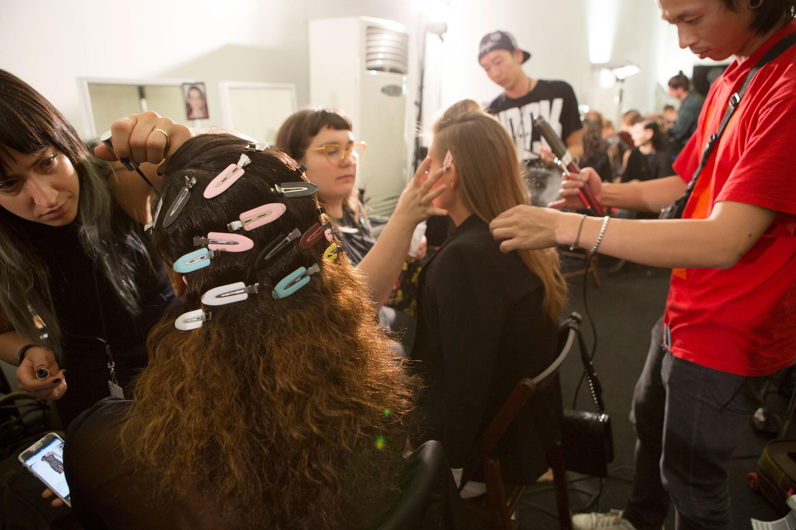Roberto-Cavalli-Backstage-beauty-spring-2016-close-up-fashion-show-the-impression-067