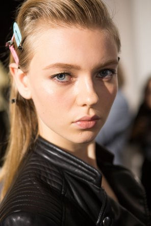 Roberto-Cavalli-Backstage-beauty-spring-2016-close-up-fashion-show-the-impression-074