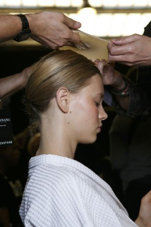 Vera-Wang-backstage-beauty-spring-2016-fashion-show-the-impression-15