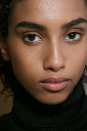 burberry-spring-2016-beauty-fashion-show-the-impression-20