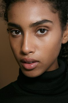 burberry-spring-2016-beauty-fashion-show-the-impression-22