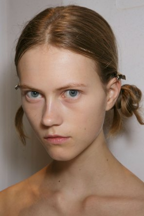 burberry-spring-2016-beauty-fashion-show-the-impression-37