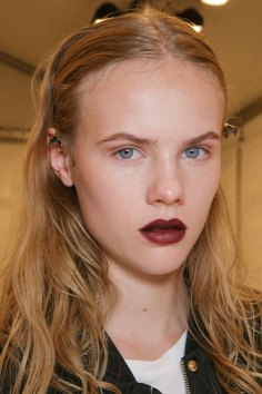 burberry-spring-2016-beauty-fashion-show-the-impression-41