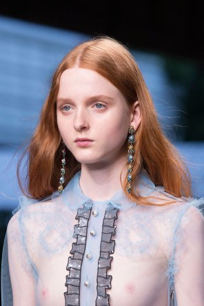 gucci-beauty-spring-2016-fashion-show-the-impression-025