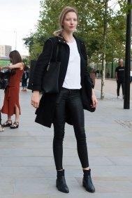 london-fashion-week-street-style-day-2-spring-2016-fashion-show-the-impression-022