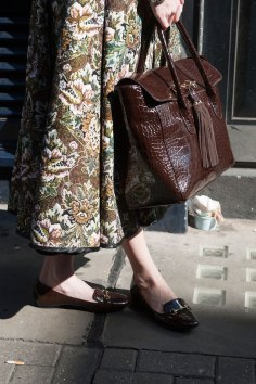 london-fashion-week-street-style-day-2-spring-2016-fashion-show-the-impression-075