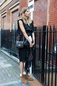 london-fashion-week-street-style-day-2-spring-2016-fashion-show-the-impression-089