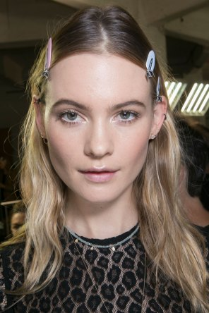 versace-backstage-beauty-spring-2016-fashion-show-the-impression-001