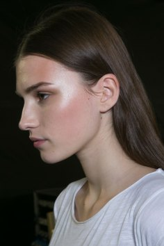 versace-backstage-beauty-spring-2016-fashion-show-the-impression-014