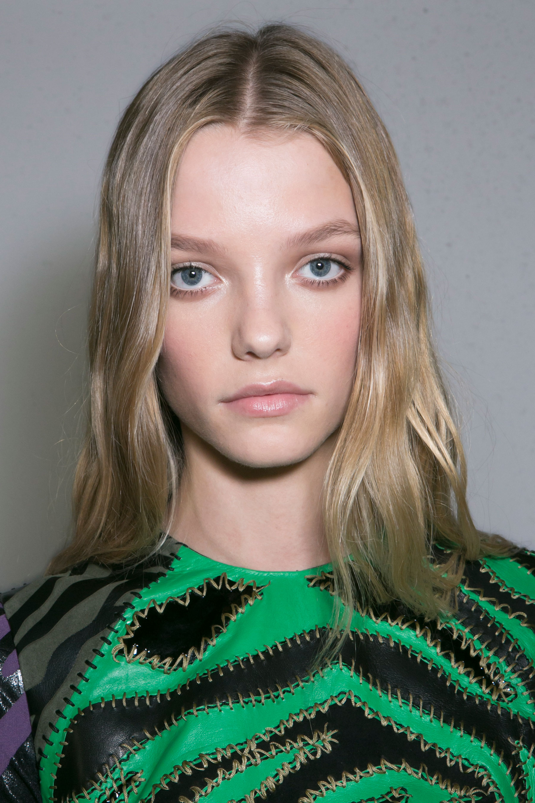 versace-backstage-beauty-spring-2016-fashion-show-the-impression-030