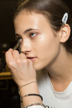 versace-backstage-beauty-spring-2016-fashion-show-the-impression-035