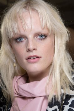 versace-backstage-beauty-spring-2016-fashion-show-the-impression-074