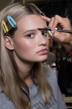 versace-backstage-beauty-spring-2016-fashion-show-the-impression-078