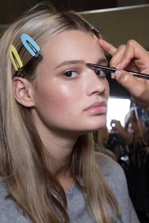 versace-backstage-beauty-spring-2016-fashion-show-the-impression-079
